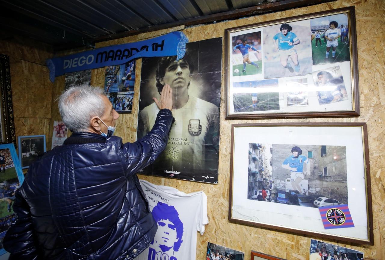 Napoli, Maradona'ya ağlıyor