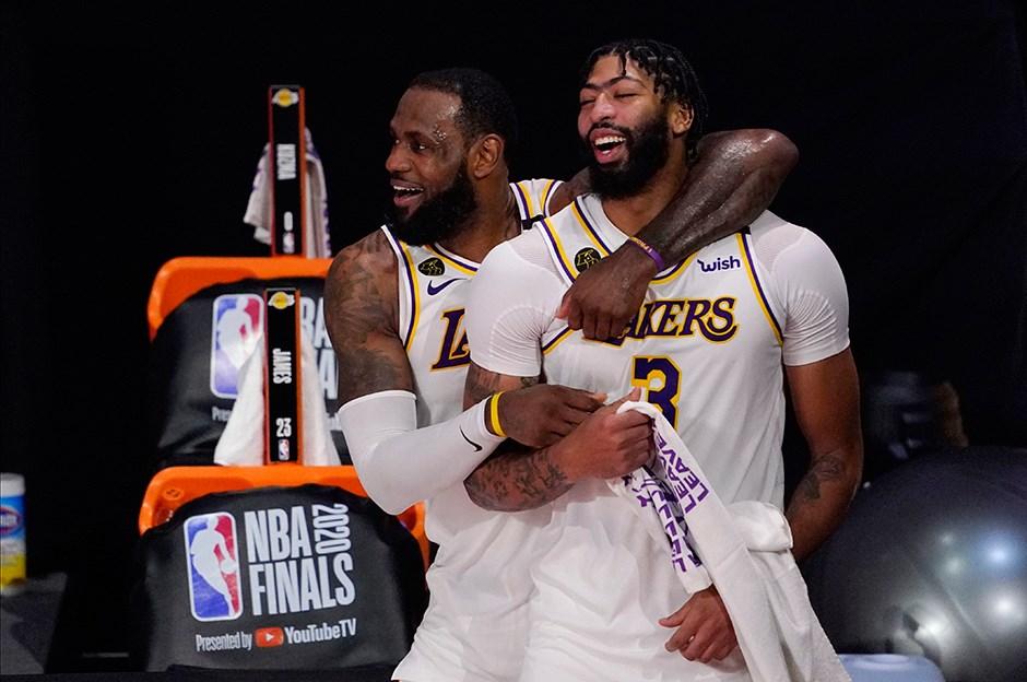 Los Angeles Lakers'ta iki önemli imza